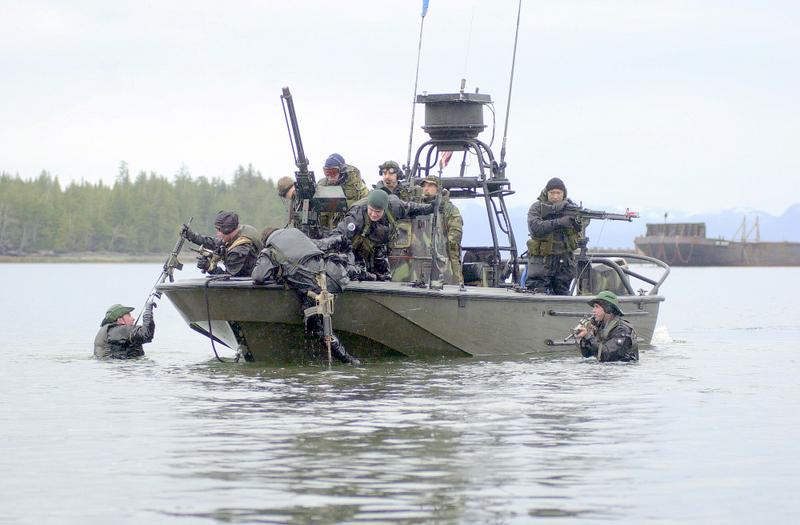 Resultado de imagen para boston whaler guardian 22 + combat